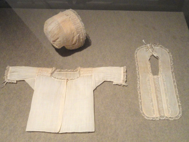 Infant_boy's_cap,_bib,_and_shirt_set_probably_for_christening,_England,_1675-1725,_linen_tabby_with_lace_-_Patricia_Harris_Gallery_of_Textiles_&_Costume,_Royal_Ontario_Museum_-_DSC09373